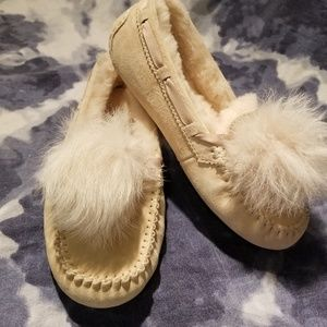 Ugg Dakota Pom Pom Slipper NWT